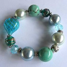 Cute bracelet - but pic goes nowhere