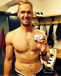 Pekka Rinne - omgoodness - this is beyond swoon worthy! Peks you are incredibly distracting. (Pun intended)