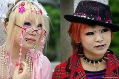 Quem somos nos? Fringe Fashion, Punk Fashion, Estilo Harajuku, Pedestrian Bridge, People Dress, Harajuku Fashion, Visual Kei, Gothic Lolita, Alternative Fashion