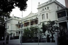 More lovely colonial style building in downtown Brisbane close to the Queensland Parliament House.     Tips on (law and business|global web promoting and advertising|business and video communications|talk free mobile 4G USA|free business management SW) learn more on www.avv-lawyer.com