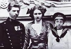 Carol, Elisabeta (Lisaveta) si Nicolae (Nicky), cei trei a căror paternitate nu a fost niciodată (sau prea puţin, în cazul lui Nicky) contestată. Romanian Royal Family, Grand Duke, Ferdinand, Vintage Fashion, Vintage Style, Eastern Europe, Descendants, Queen Anne, Royalty