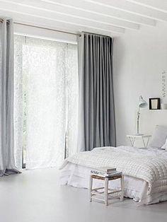 4 tips voor een chique huis | 365 Woonideeën: Lange gordijnen in plaats van korte.