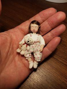 Miniatur Puppenhaus Mädchen ooak 1:12 schlafend mit Teddy | Etsy