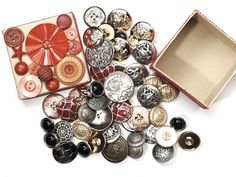 Metallknöpfe - 45 Knöpfe aus Metall und Kunststoff Schatzkästchen - ein Designerstück von LotteKnopf bei DaWanda