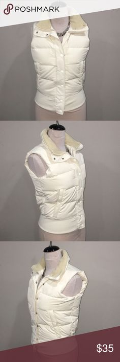 LADIES BANANA REPUBLIC PUFFER VEST EXCELLENT USED CONDITION  OFF WHITE Banana Republic Jackets & Coats Vests
