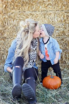"and baby photo ideas 6 ""Mommy & Me"" Fall Photo Ideas 6 ""Mommy & Me"" Herbst-Foto-Ideen Mother Son Pictures, Fall Baby Pictures, Toddler Pictures, Fall Family Photos, Fall Pics, Christmas Photos, Pumpkin Patch Pictures, Mommy And Me Photo Shoot, Pumpkin Patch Outfit"