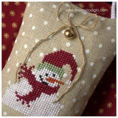 san nicolao...             un pupazzo di neve....              un alberello...             ed una piccola renna           ... Sheep Cross Stitch, Xmas Cross Stitch, Counted Cross Stitch Patterns, Cross Stitch Embroidery, Embroidery Patterns, Cross Stitch Christmas Ornaments, Christmas Embroidery, Christmas Cross, Quilt Stitching