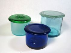 Simple Recycled Wine Bottle Trinket Boxes This site has a lot of recycled glass ideas! Cutting Wine Bottles, Bottles And Jars, Glass Jars, Bottle Candles, Wine Bottle Art, Wine Bottle Crafts, Bottle Jewelry, Bottle Wall, Bottle Box