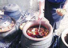 Predstavljamo vam najbolji recept za svadbarski kupus gastronomski doživljaj. Masni i ukusni kuvani kupus sa mesom. Kupusijada u Mrčajevcima i sabor u Guči