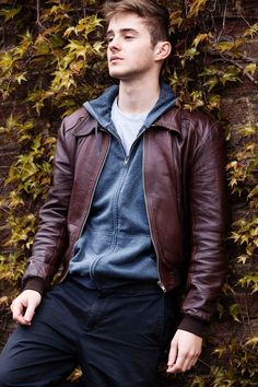Latest leather fashion for men 2018 Storybook Characters, Story Characters, 2nd Harry Potter Movie, Alex Watson, Emma Watson, Tomboy Look, Book People, Hommes Sexy, Cute Celebrities