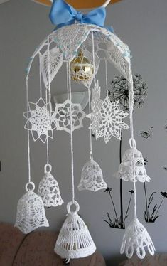 Make the most beautifully handmade Christmas lace ornaments for a more nostalgic note in the home's Christmas decorations during the holidays. Crochet Christmas Wreath, Crochet Snowman, Crochet Christmas Decorations, Christmas Crochet Patterns, Crochet Ornaments, Holiday Crochet, Crochet Snowflakes, Christmas Bells, Crochet Home