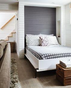 My Room: Le lit Murphy est pratique et peut être niché au mur, selon les besoins.  This example is a little rustic, but could be a great idea for having an extra guest room
