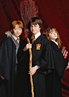 Ron Weasley Harry Potter & Hermione Granger (Harry Potter and the Philosopher's Stone) Harry Potter Hermione, Harry Potter Tumblr, Ron Weasley, Hermione Granger, Mundo Harry Potter, Harry Potter Cosplay, Theme Harry Potter, Harry Potter Pictures, Harry Potter Facts