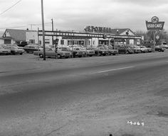 chevrolet dealership black and white photos Old Used Cars, Used Car Lots, Old Cars, Car Photos, Car Pictures, Car Pics, Chevy Dealerships, Chevrolet Dealership, New Car Smell