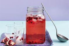 Raikas booli ✦ Raikas kesäinen booli aikuiseen makuun. Booli toimii sellaisenaan janon sammuttajana. Voit kuitenkin terästää sitä tarpeen mukaan. http://www.valio.fi/reseptit/raikas-booli/