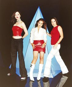 """Coordinated. Pleather. Early-2000s. Ensembles. = WIN / 23 Ways """"Charmed"""" Was The Most Witchin' Show Ever (via BuzzFeed)"""