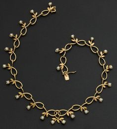 Estate jewelry: necklaces, gold and pearl necklace. … Bild Estate jewelry: necklaces, gold and pearl necklace. Gold Pearl Necklace, Pearl Jewelry, Wedding Jewelry, Antique Jewelry, Gold Jewelry, Jewelery, Vintage Jewelry, Jewelry Accessories, Jewelry Necklaces