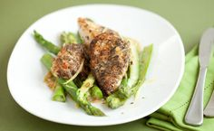 Lemon Chicken with Asparagus. A winning combination of lemon chicken and fresh asparagus. Lemon Chicken With Asparagus, Fresh Asparagus, Epicure Recipes, Filling Food, Good Food, Yummy Food, Simply Filling, Yummy Eats, Quick Meals