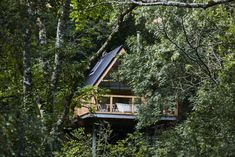 Canopy & Stars is a great collection of treehouses, yurts, cabins, Gypsy caravans and other outdoor, glamping places in the UK and Europe Bath For Two, Winter Breaks, Canopy And Stars, Dartmoor National Park, Cool Tree Houses, Tree House Designs, Bell Tent, Round House, In The Tree