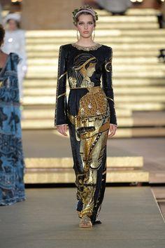 Dolce & Gabbana Herbst/Winter Haute Couture - Fashion Shows Fashion Week, Runway Fashion, High Fashion, Fashion Show, Fashion Outfits, Fashion Design, Fashion Trends, Dolce & Gabbana, Vogue Paris