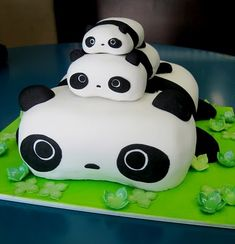 stacked panda cakes .. too cute!