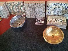 Prachtig Marokkaans Ben je fan van veel kleuren en prachtige prints? Dan is een wasbak met Marokkaans design echt iets voor jou Bathroom Styling, Bedroom Decor, Prints, Pattern, Moroccan, Home Decor, Toilet, Bathrooms, Style