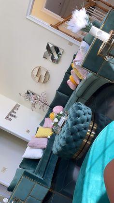 Girl Apartment Decor, Small Apartment Design, First Apartment Decorating, Apartment Living, Apartment Ideas, Apartment Goals, Decor Home Living Room, Living Room Designs, Room Ideas Bedroom