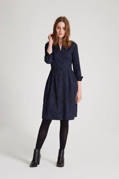 Long-sleeved dress with collar and cuffs. This stand-out printed dress combines impeccably smart detailing with a flattering, waist-defining silhouette. Hannah is 5'9 and is wearing a size 10.