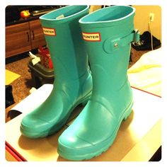 Hunter rain boots short Beautiful sky blue new Hunter rain boots in their short style. Worn once, in near perfect condition. Size 6. Comes in original box with all stickers remaining on the boots. Hunter Boots Shoes Winter & Rain Boots