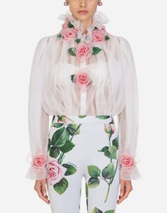 The elegant shirt is made of silk organza and enriched with romantic bloomed roses, handmade by our expert artisans: Hand Embroidery Dress, Embroidery Fashion, Embroidered Clothes, Embroidery Jewelry, Sexy Blouse, Vintage Dresses, Clothes For Women, Fashion Design, Floral Fashion