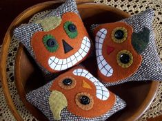 Halloween Sewing, Fall Sewing, Halloween Quilts, Halloween Projects, Halloween Fun, Felted Wool Crafts, Felt Crafts, Fabric Crafts, Sewing Crafts