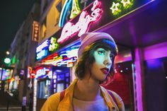 Jeanne Pieprzownik - ○ Seules #shooting #photography #photographer #model #fashion #mood #alone #night #woman #girl #sad #street #colors #neon #lady
