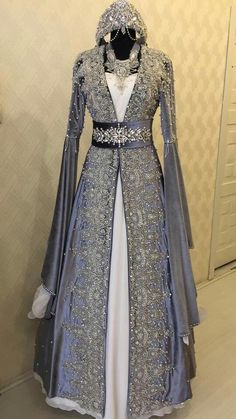 - Source by - Pakistani Wedding Outfits, Pakistani Dresses, Indian Dresses, Royal Dresses, Lovely Dresses, Beautiful Outfits, Kaftan, Turkish Wedding Dress, Dress Outfits