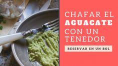 Cómo chafar o hacer puere de aguacate o palta para el guacamole. Jazmin y Canela | Receta de Guacamole y cómo hacer una tapa con salmón | http://jazminycanela.com