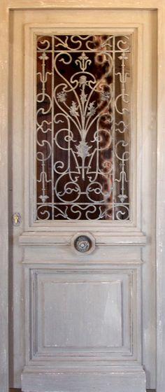 Porte avec ouvrant vitré & grille en font Partie vitrée ouvrante. Portes d'entree Portes vitrées. Portes Antiques - fabricant restauration et création