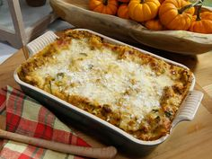 Butternut Squash and Sausage Lasagna recipe from Katie Lee via Food Network. Use 12 noodles, and 3 layers cheese and sauce. Deeper than Pyrex pan. Butternut Squash Lasagna, Sausage Lasagna, Spinach Lasagna, Burritos, Pasta Recipes, Lasagna Recipes, Veal Recipes, Top Recipes, Apple Recipes