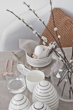 kukuwaja: DIY Ostern 2018 - Weitere Table Setting Inpirationen No. Diy Easter Decorations, Decoration Table, Diy Osterschmuck, Easter Table Settings, Diy Ostern, Decoration Inspiration, Easter Celebration, Easter Holidays, Easter Dinner