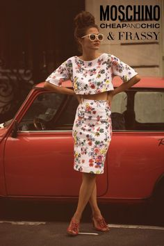 Vintage-like outfit with a modern cut — hello summer, hello beautiful, hello fashion / Moschino crop top and skirt in floral pattern