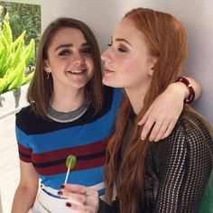 maise williams and sophie turner