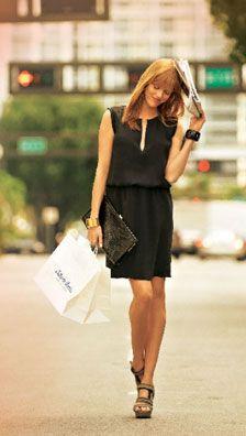 Burda 07/2011 - Toute simple et juste coulissée à la taille, cette robe en popeline cupro est un modèle idéal pour les grandes chaleurs en ville. Avec son encolure fendue et sa forme souple loin du corps, ses grandes poches dans les côtés, elle est légère, décontractée et néanmoins suffisamment chic pour la ville.