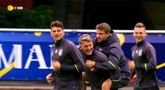 Is thay Thomas Müller getting a piggyback ride??? Hahaha