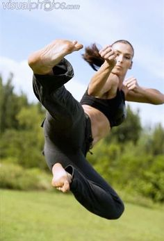 z- Woman Martial Artist- Flying Kick Informations About z- Woman Martial Artist- Flying Kick Pin You Poses Dynamiques, Art Poses, Body Poses, Drawing Poses, Drawing Tips, Female Martial Artists, Martial Arts Women, Mixed Martial Arts, Kung Fu