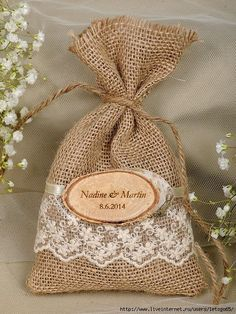 Natural Rustic Burlap Favor Bag with Engraved Birch Bark Slice- Nice gift bag idea Burlap Wedding Favors, Soap Wedding Favors, Wedding Favor Bags, Wedding Decorations, Wedding Cards, Diy Wedding, Rustic Wedding, Wedding Gifts, Lace Wedding