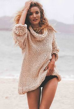 British model and actress Rosie Huntington-Whiteley (Elite NY) stars at the cover of Harper's Bazaar magazine Australia October 2013 issue. Rosie Huntington Whiteley, Beach Poses, Beach Shoot, Beach Editorial, Editorial Fashion, Daily Fashion, High Fashion, Beach Sweater, Clothes