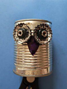 How To Make A Recycled Tin Can Owl • Craft Invaders Tin Can Crafts, Owl Crafts, Crafts To Make, Metal Crafts, Feuille Aluminium Art, Diy Vanity Lights, Tin Can Art, Gaffer Tape, Diy Garden Fountains