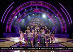 Jay e os outros participantes da turnê do Strictly Come Dancing em Birmingham, na Inglaterra. (21 jan.)