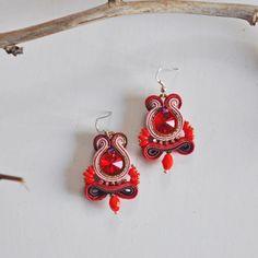 Orecchini rossi in soutache e rivoli Swarovski