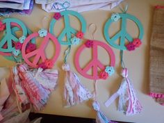 Reynas niñas: Y un día volví ... Hippie Birthday, Hippie Party, 70s Party, Party Time, Deco Paint, How To Make Tassels, 60th Birthday Party, Birthday Ideas, Ideas Para Fiestas