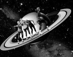 Trash Riot es un prolífico artista de collages que se enfatiza en temas retro-futuristas y de ciencia ficción.