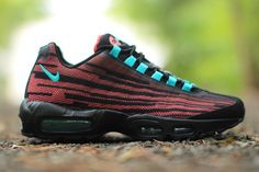 If a tree falls down in the woods and nobody hears it, did it ever fall? Similarly, if a Nike Air Max 95 doesn't have the wavy paneling, is it even an AM95? Hmm, big questions. Nike's Jacquard treatment has tricked-out this silhouette before but this rendition (which we first saw pop up last year) …